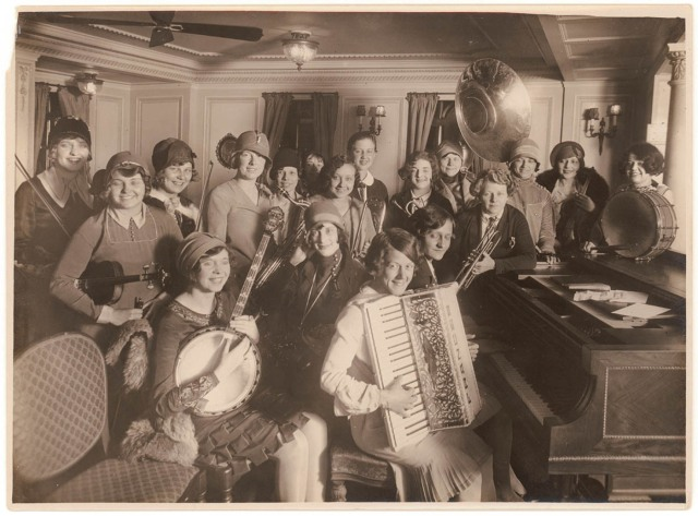Women's_jazz_band_on_a_ship_(24974393973)